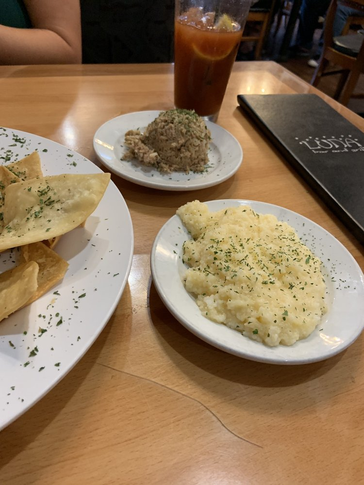 Food from Luna Bar and Grill