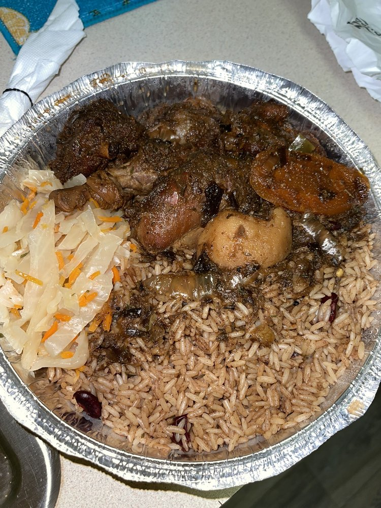 Food from Happy Feet Caribbean Cuisine