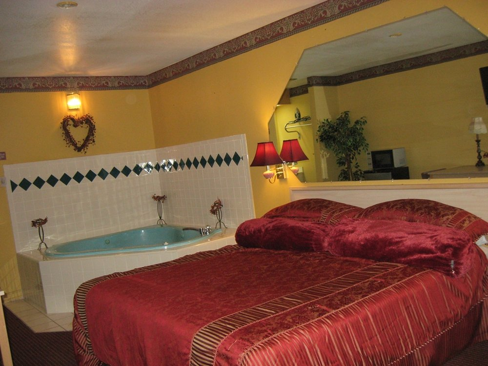 Garden Inn & Suites: 1600 N Smith Ave, Hebbronville, TX