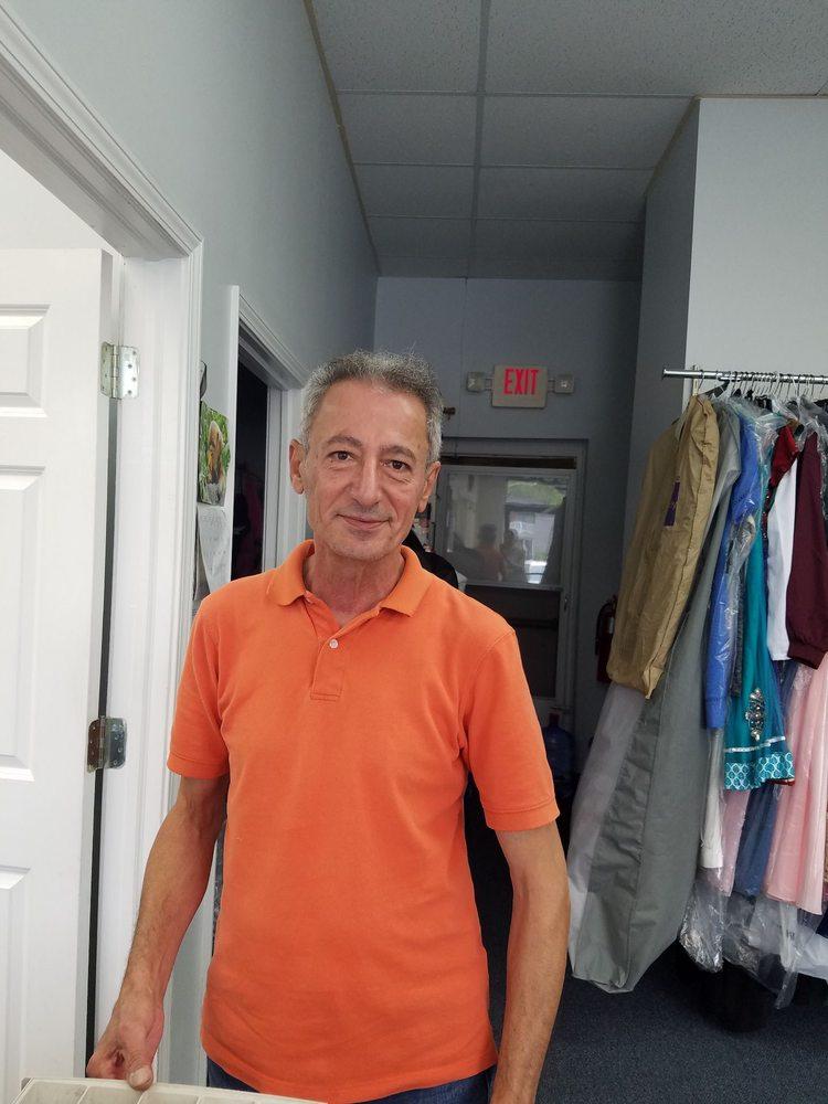 Eddie's Alterations: 826 E 11 Mile Rd, Royal Oak, MI