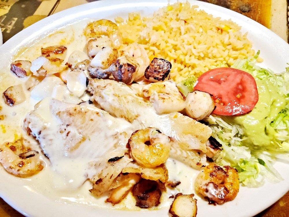 Casa Bariachi Mexican Grill: 107 Market Ctr, Cornelia, GA