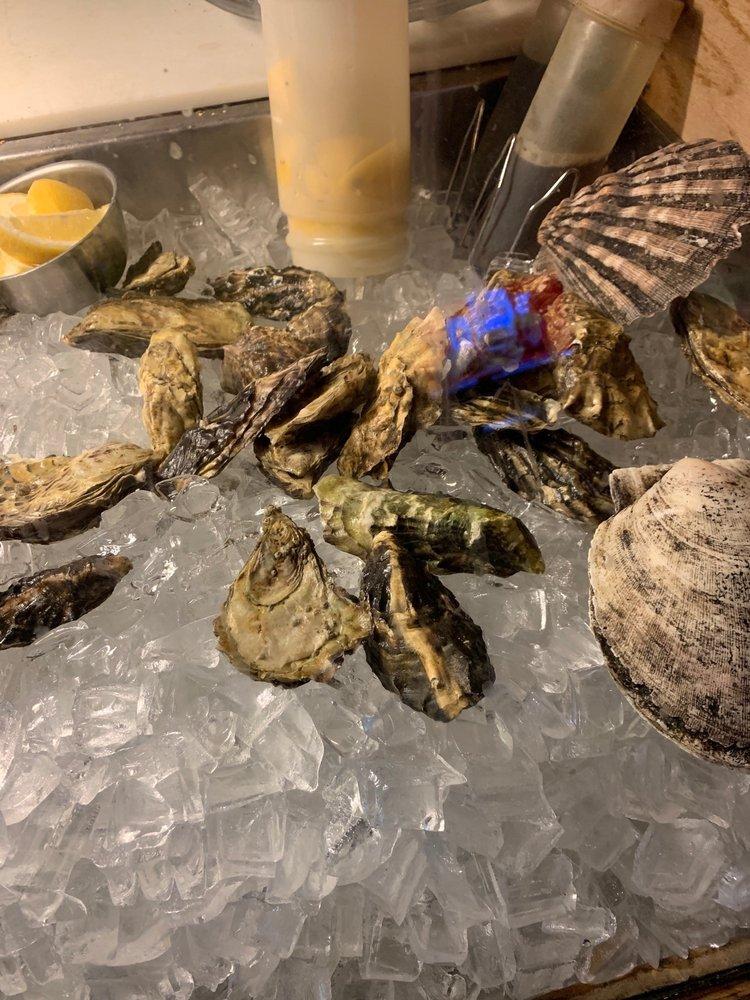 Cricket's Restaurant  & Oyster Bar: 424 E Sherman Ave, Coeur D Alene, ID