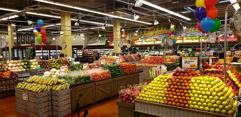 Fresh Thyme Market: 40 17th Ave SW, Rochester, MN