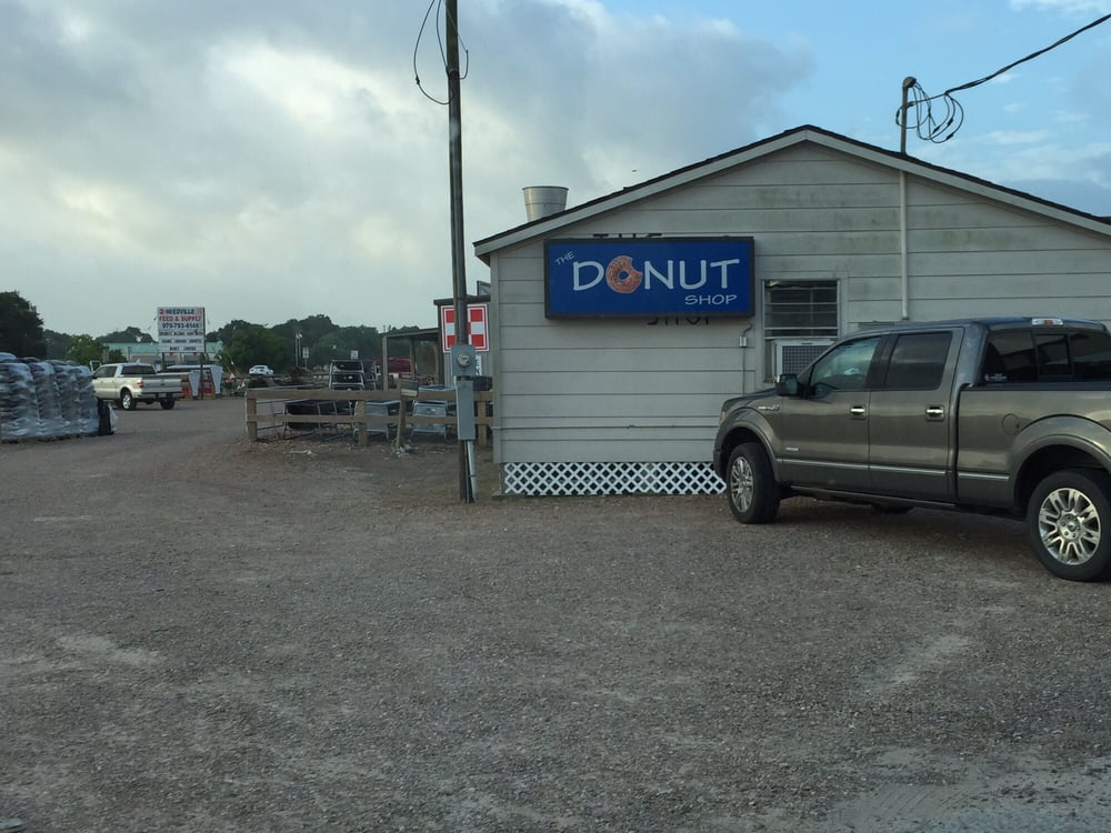 Donut Shop: 2813 School St, Needville, TX