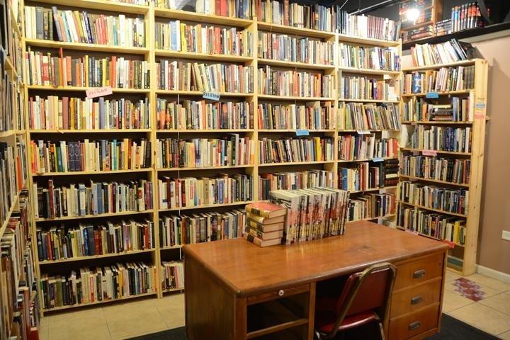 Bobs Bookstore: 706 Jackson Ave, Charleston, IL