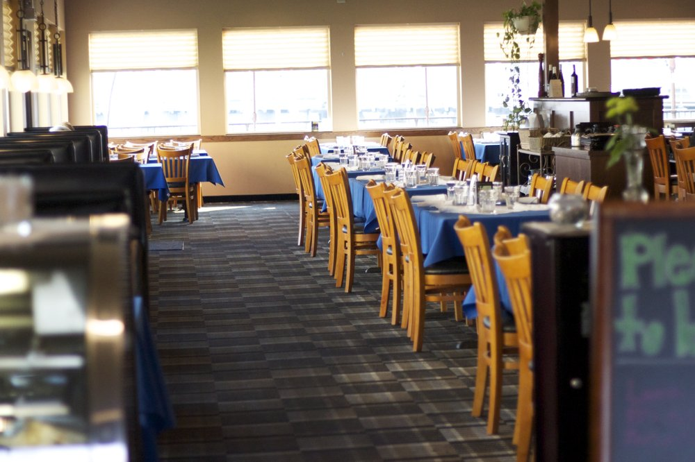 Howard's on the River: 233 Lakeshore Dr, Pateros, WA