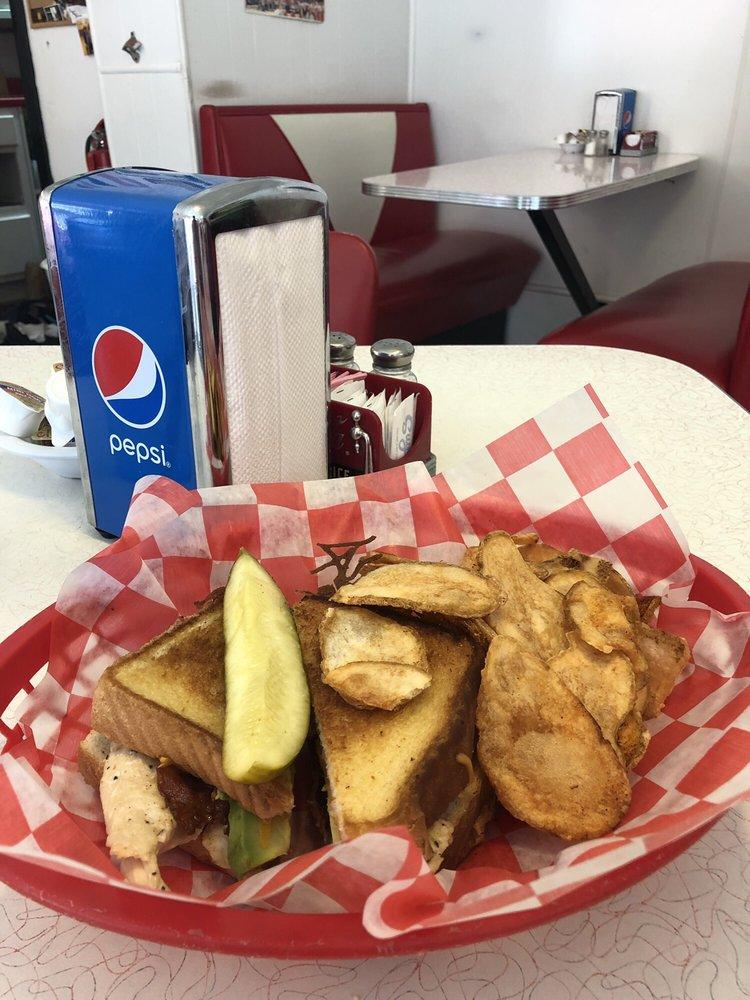 Newellstown Diner: 145 W Main St, Saint Clairsville, OH