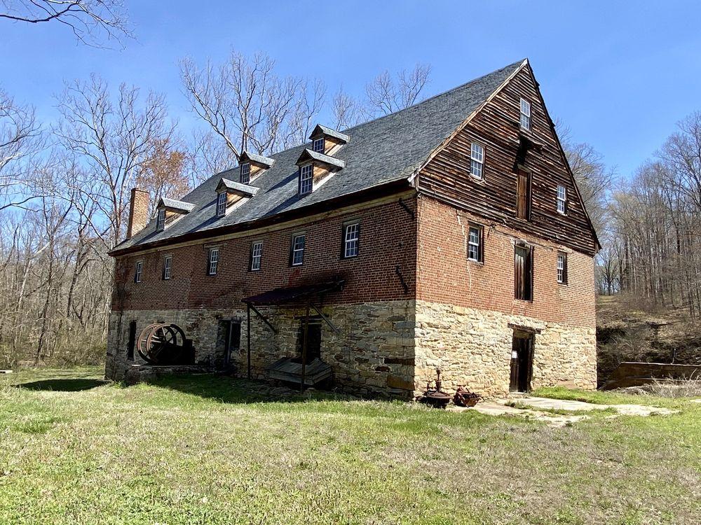 Muddy Creek Mill: 35 Tamworth Rd, Cartersville, VA