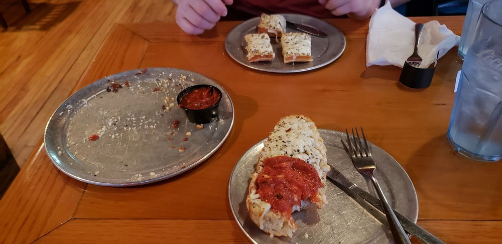 Pappo's Pizzeria and Pub: 4705 Osage Beach Pkwy, Osage Beach, MO