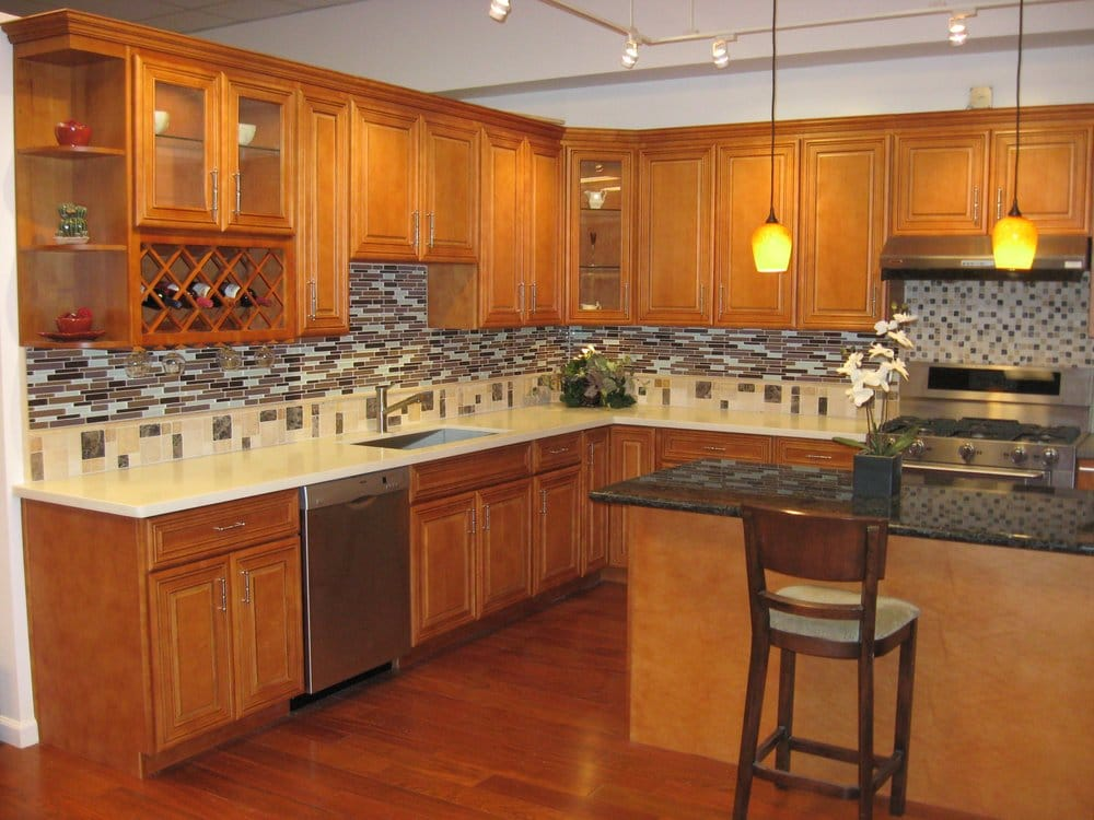 Honey maple glazed cabinets paired with vanilla dream for O kitchen city of dreams