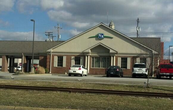 Fifth Third Bank: 120 W 5th St, Connersville, IN
