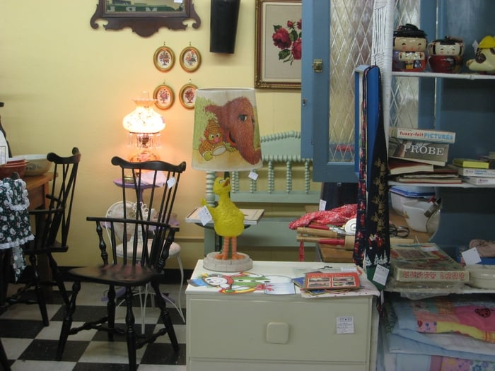 Jenny Lind Bed And Big Bird Lamp At Stars Antique Mall Yelp