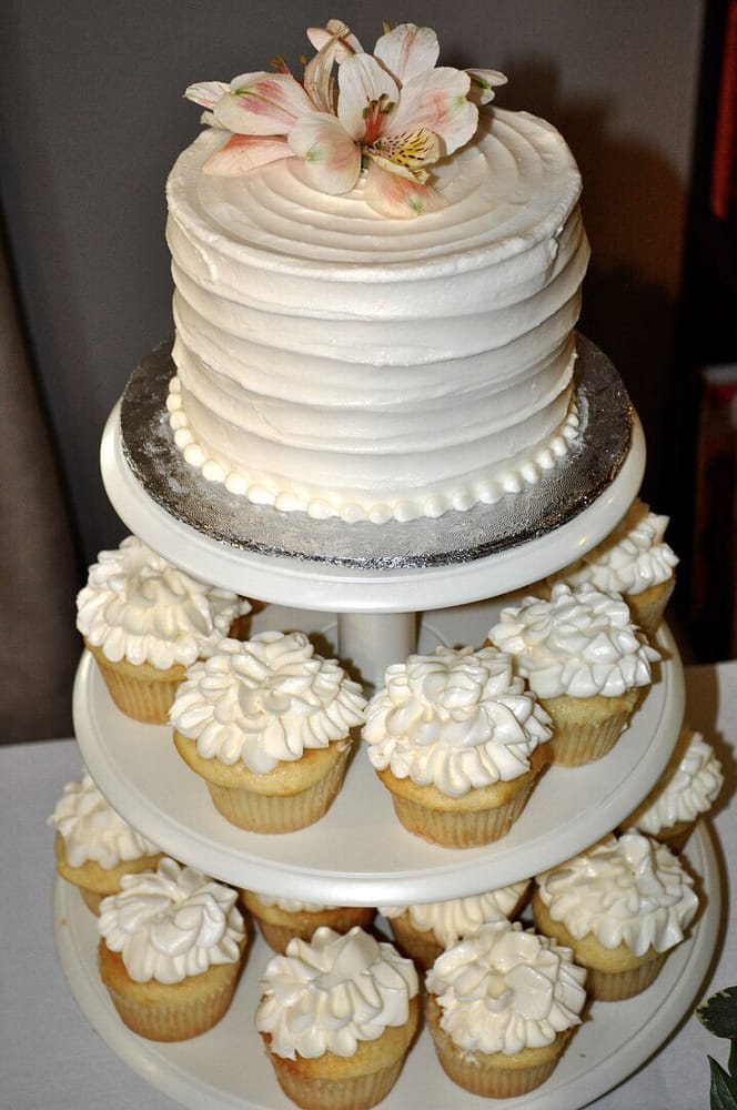 Almond Wedding Cake.My Simple Wedding Cake Was Just Perfect Almond Cake With