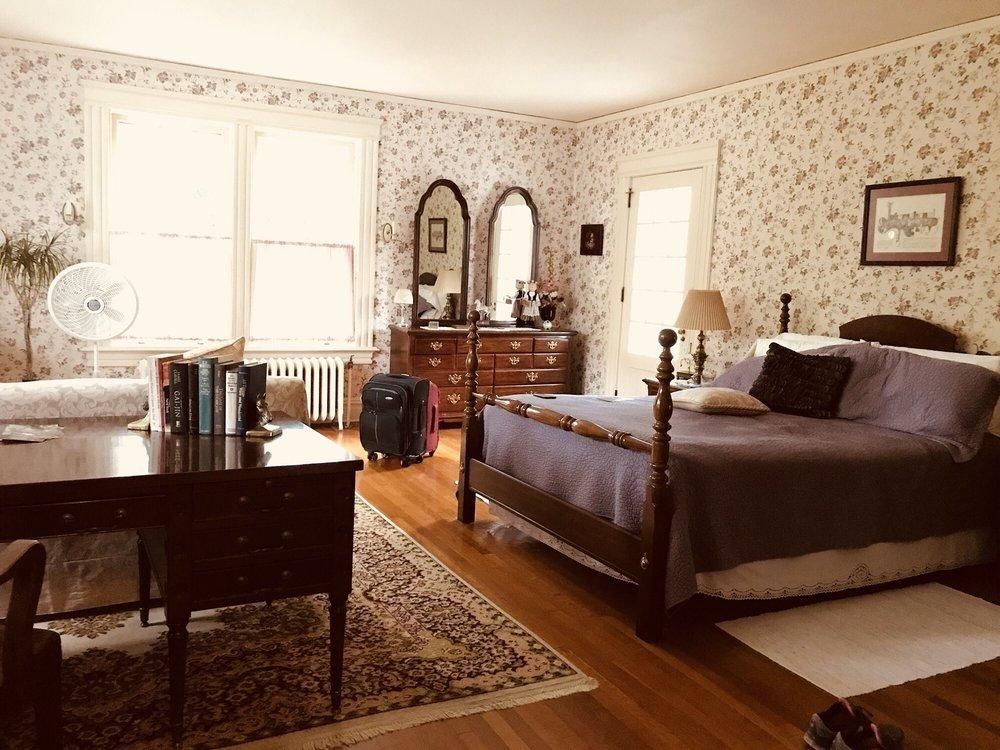 Overlook Bed & Breakfast: 8 Pine Blvd, Cooperstown, NY