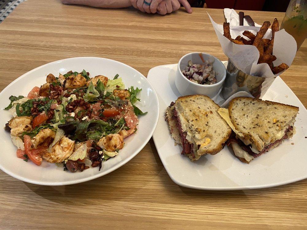 Silver Diner: 20530 Heron Overlook Plz, Ashburn, VA