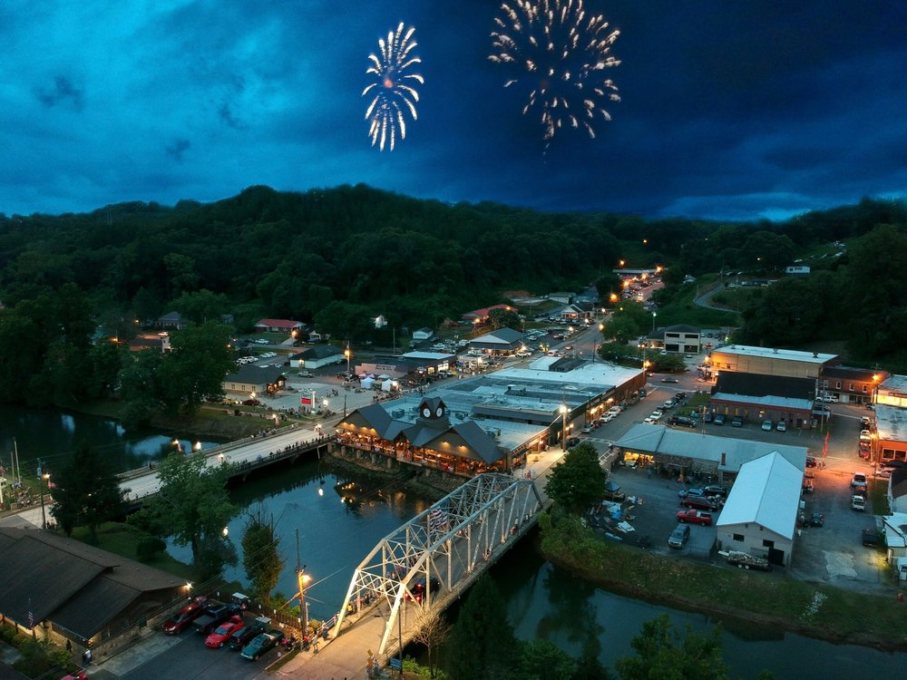 Riverwalk Shops: 100 Blue Ridge Dr, McCaysville, GA