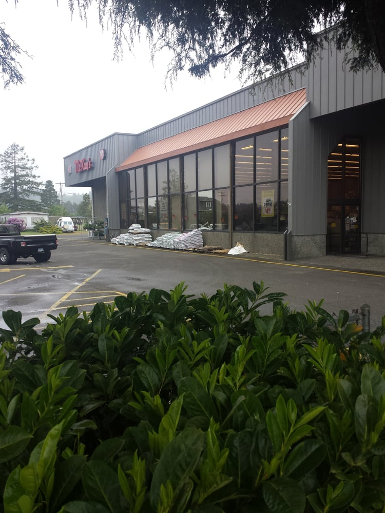 McKay's Markets: 200 S 8th St, Lakeside, OR