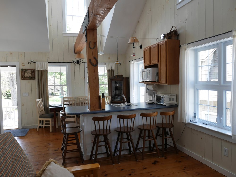Sunapee Harbor Cottages: 4 Lake Ave, Sunapee, NH