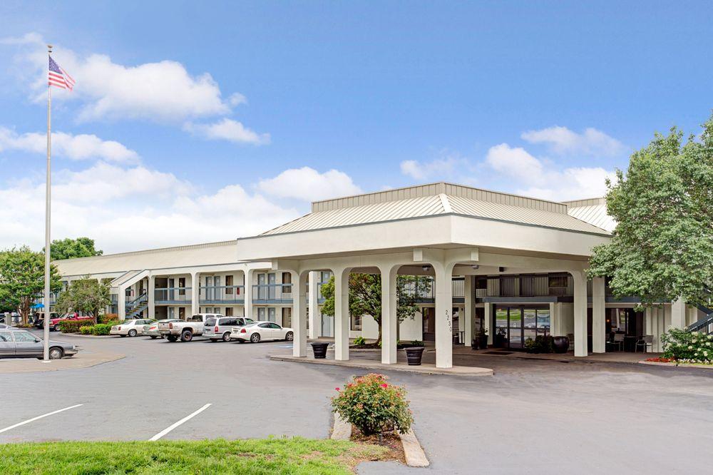 Baymont by Wyndham Murfreesboro: 2230 Armory Drive, Murfreesboro, TN