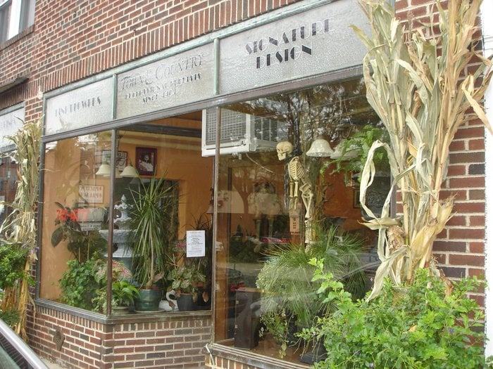 Town & Country Florist: 844 Franklin Ave, Thornwood, NY