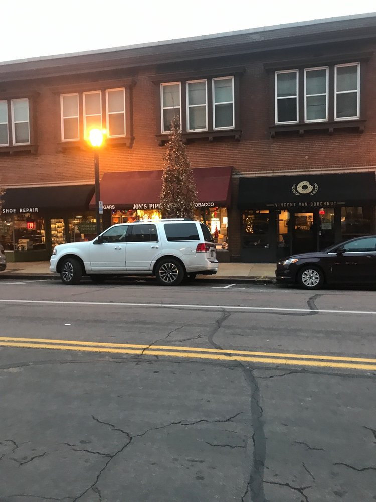 Jon's Pipe Shop: 7927 Forsyth Blvd, Clayton, MO