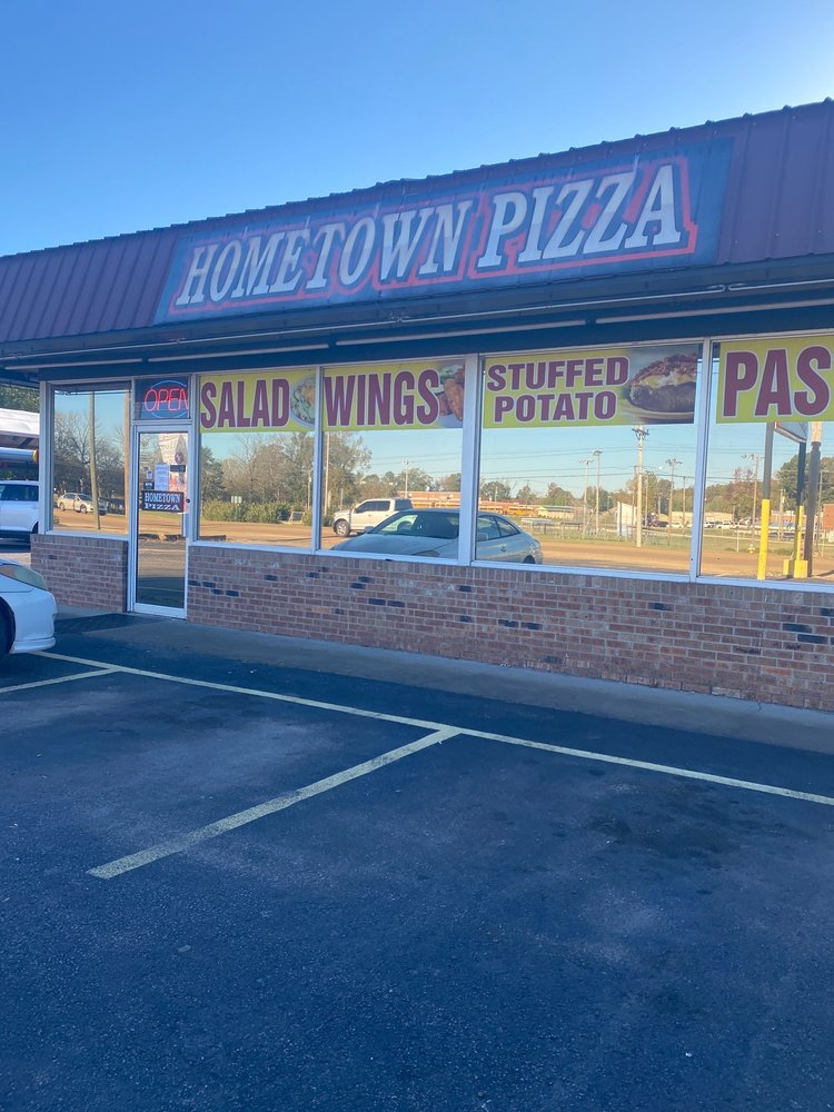 Hometown Pizza: 593 Mulberry Ave, Selmer, TN