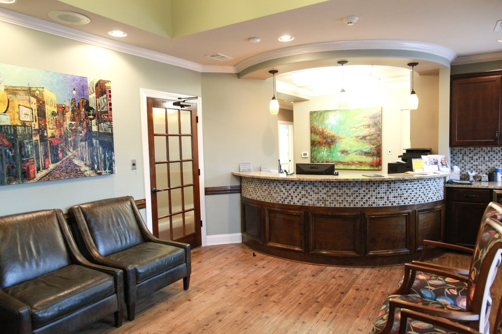 Parkhurst & Savage, Family and Cosmetic Dentistry: 730 Crossover Ln, Memphis, TN