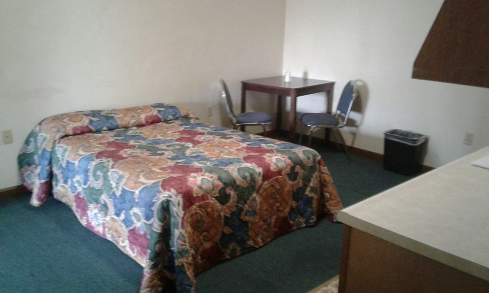 Budget Inn: 505 US 23, Greenup, KY