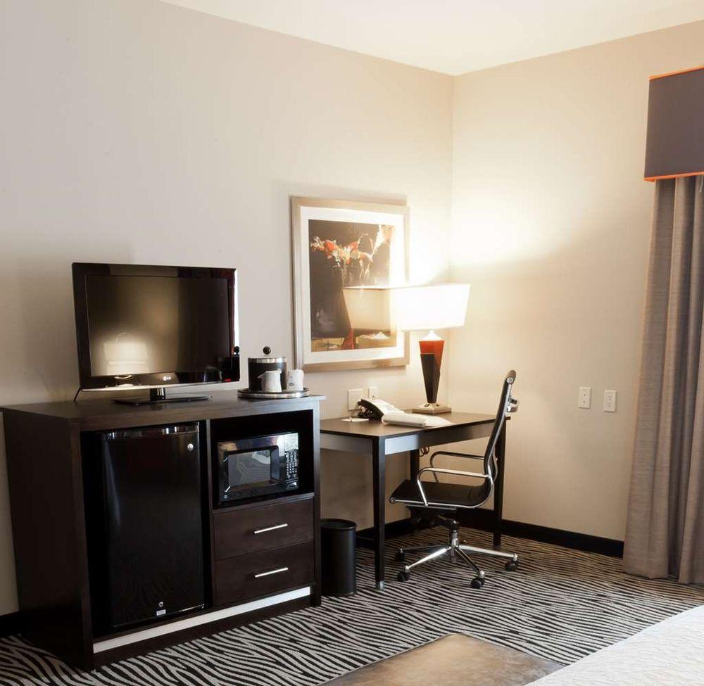 Hampton Inn & Suites Tulsa/Central: 3418 S 79th E Ave, Tulsa, OK