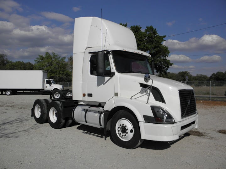 Mack Single Axle Trucks With Sleepers : Freightliner sleeper semi tractor trailer tandem axle