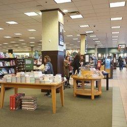 Barnes Amp Noble 12 Photos Amp 24 Reviews Bookstores