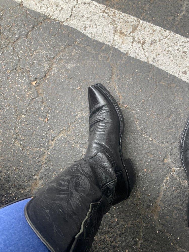 Pete & Son Shoe Repair: 910 Water St, Bastrop, TX