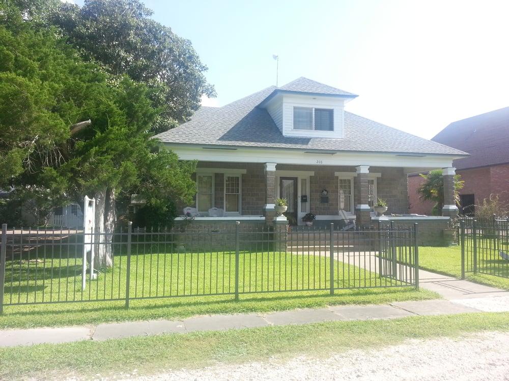 Main Inn Bed and Breakfast: 208 Main St, Palacios, TX