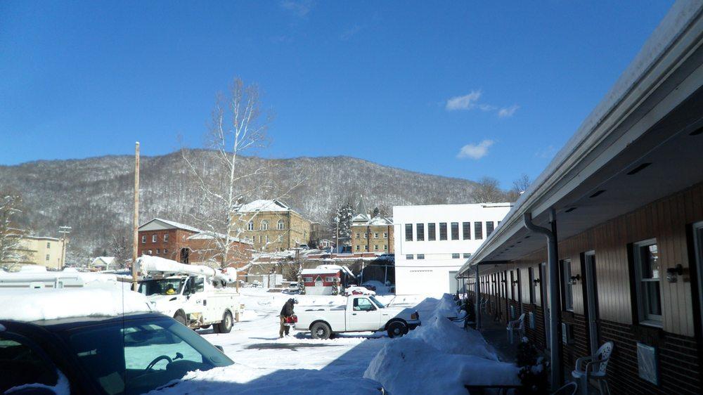 Mineral Springs Motel: 30 McGraw Ave, Webster Springs, WV