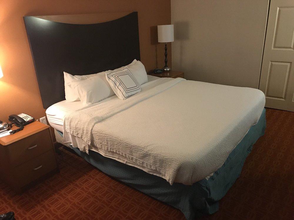 Fairfield Inn & Suites: 200 Marriott Way, Wytheville, VA