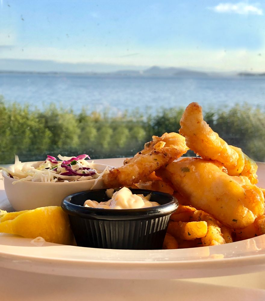 Chuckanut Manor Seafood & Grill: 3056 Chuckanut Dr, Bow, WA