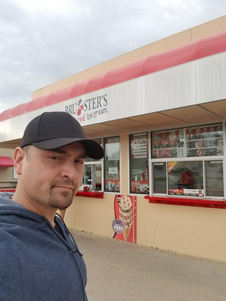 Bruster's: 5152 Calhoun Memorial Hwy, Easley, SC