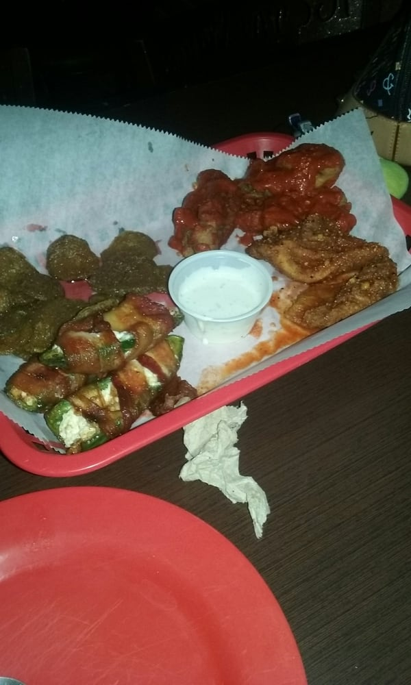 Royal Wings Bar: 6509 N Mesa St, El Paso, TX