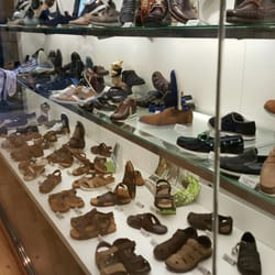 ec60f7597e347 Padevi - Shoe Stores - Carrer de Sants
