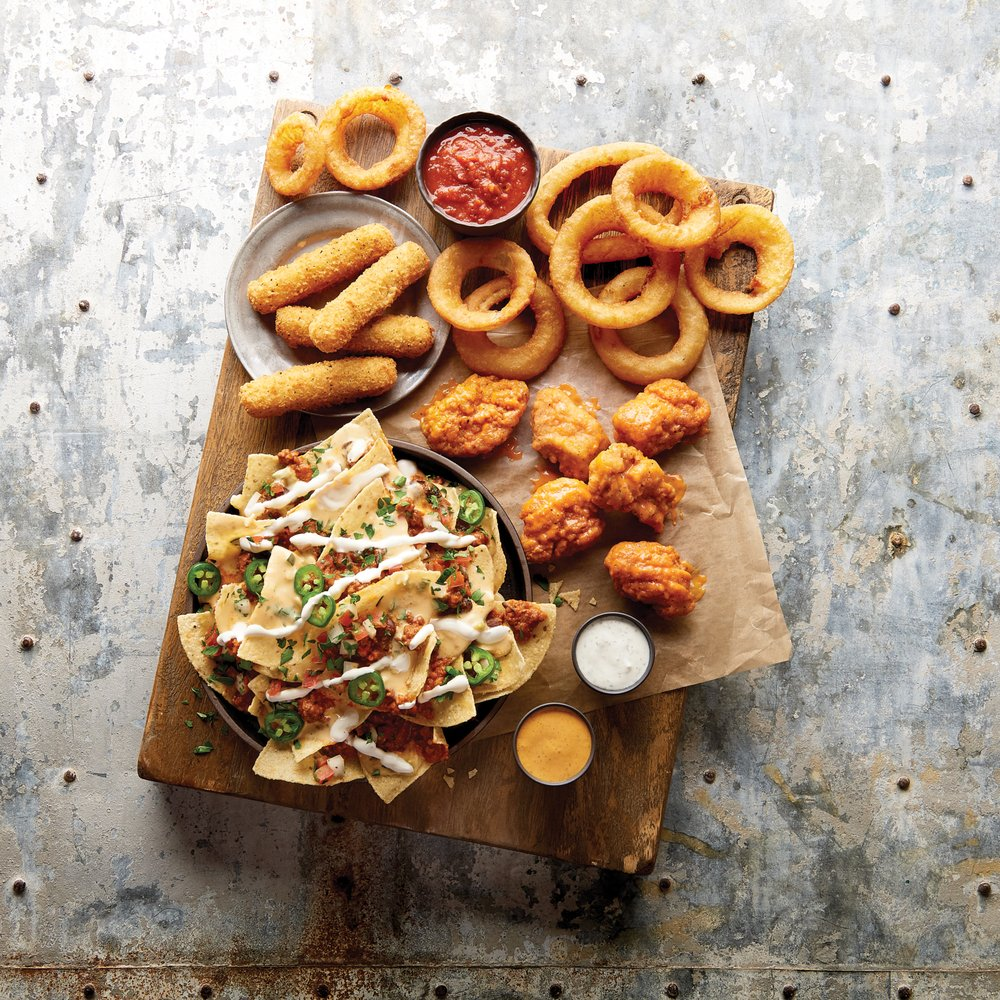 Buffalo Wild Wings: 100 S Shaffer Park Dr, Tiffin, OH