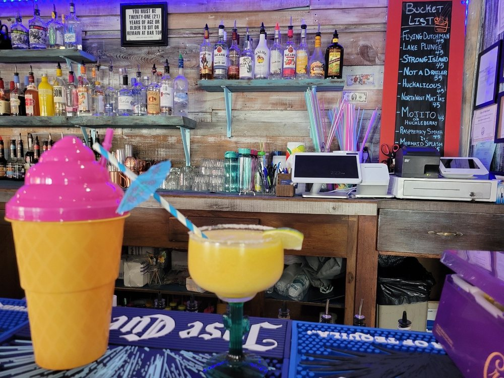 Donnie's Bottoms Up: 204 S Coeur D'Alene Ave, Harrison, ID