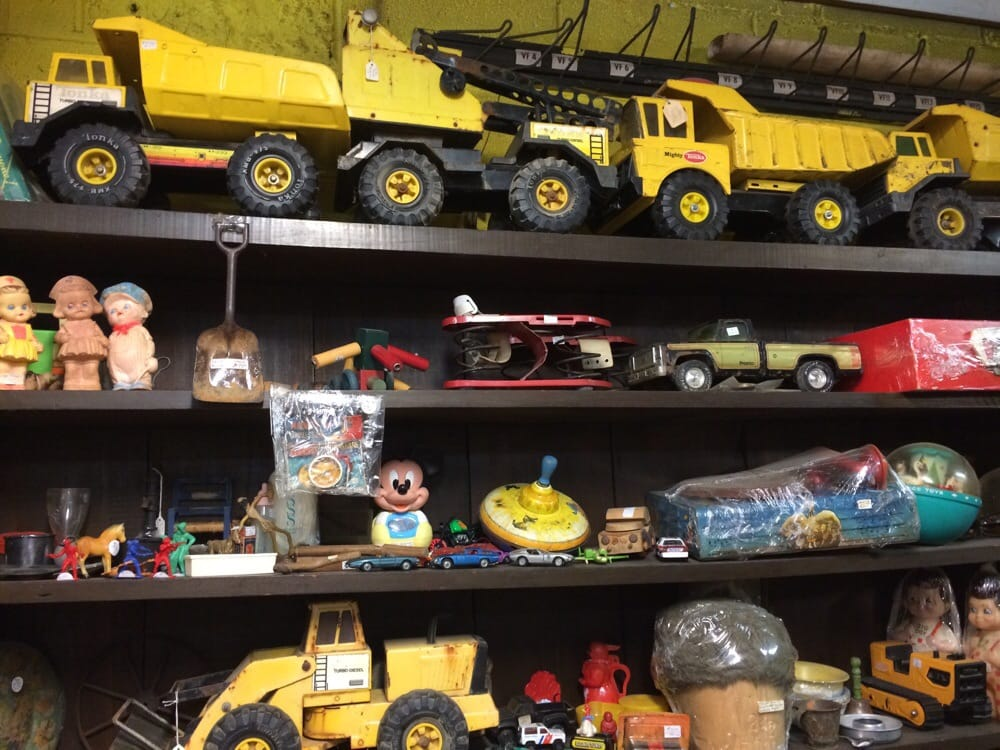 Cappleman's Antiques & Collectibles: 1619 Constitution Dr, Iuka, MS