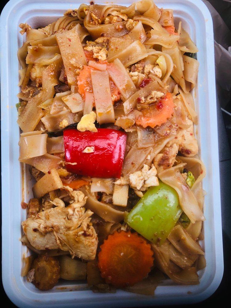 Ploy's Kitchen Thai Cafe: 2890 E Causeway Approach, Mandeville, LA