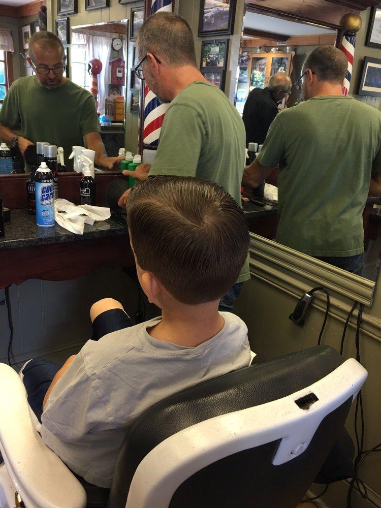 Bob's Barber Shop: 90 Hamburg Tpke, Bloomingdale, NJ