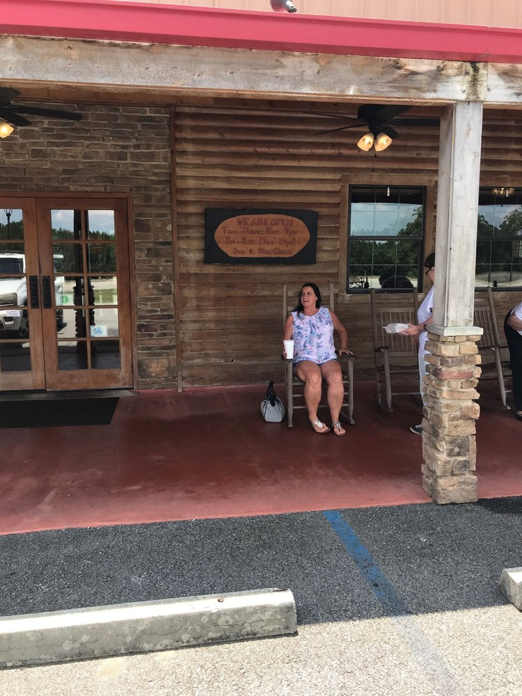Harry's Barbeque and Seafood: 7672 US Highway 280, Hagan, GA