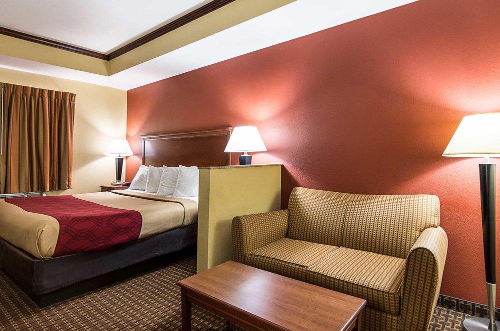 Econo Lodge Inn & Suites: 9101 Mabelvale Pike, Little Rock, AR