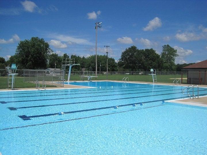 LaHarpe Park District Swimming Pool: 107 N F St, La Harpe, IL