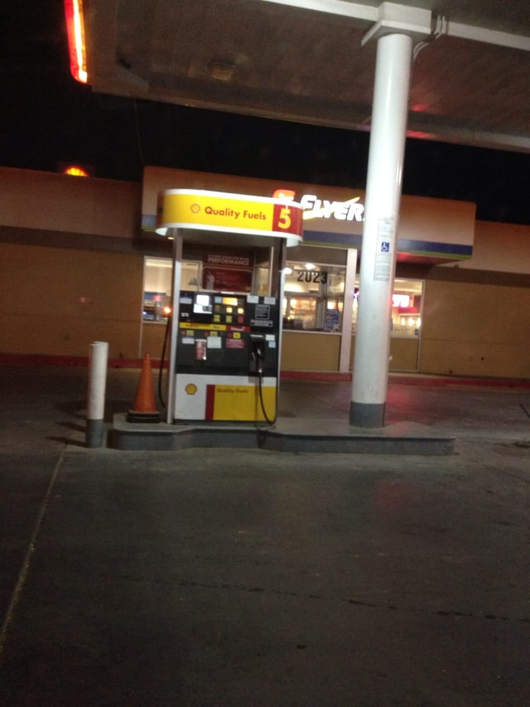 Renegade Truck Stop: 2023 Mettler Frontage Rd W, Bakersfield, CA