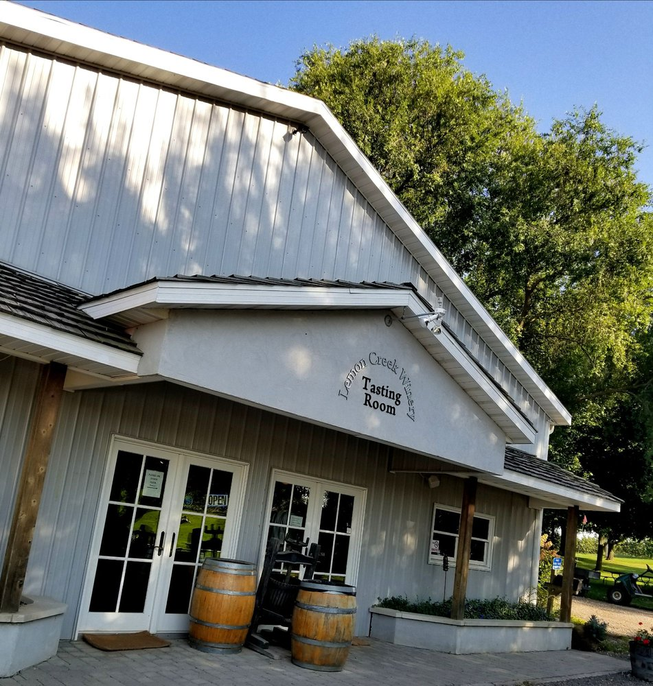 Lemon Creek Winery: 533 E Lemon Creek Rd, Berrien Springs, MI
