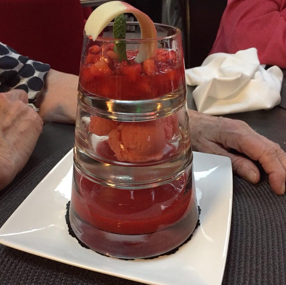 Pyramide de fraises yelp for Pyramide tourcoing